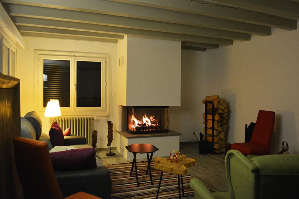 Une cheminée à bois Scandinave Atraflam 750 3 vitres
